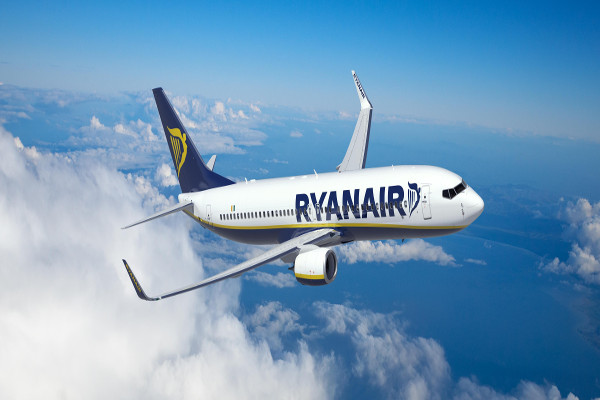 Image of a Ryanair plane